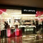 變身聖誕魔女….shu uemura聖誕魔法彩妝服務體驗