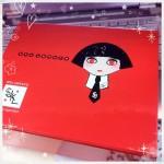 紅黑的Shu uemura x Karl Lagerfeld 彩妝聯名系列